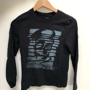 Long sleeve black tee shirt